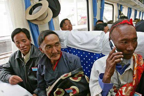 Auf Fahrt: Die Passagiere der Premierenfahrt auf ihrem Weg nach Lhasa