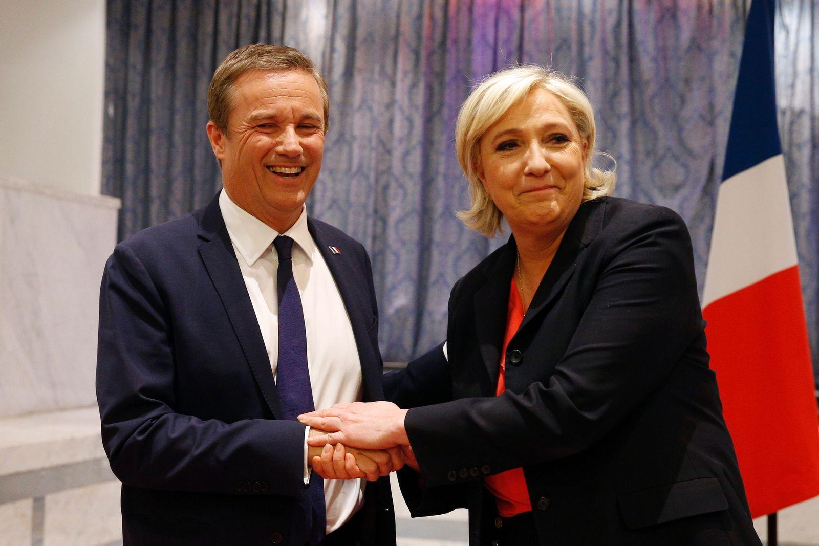TOPSHOT-FRANCE2017-VOTE