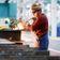 Industrie als Bremsklotz, doch Verbraucher stützen Konjunktur