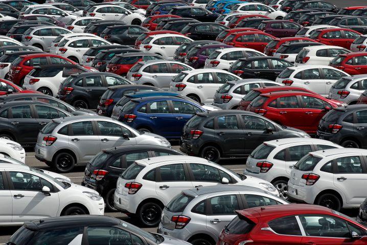 Parkplatz eines PSA-Werks: Eine französische Fabrik schloss PSA, weltweit mussten 17.000 Mitarbeiter gehen