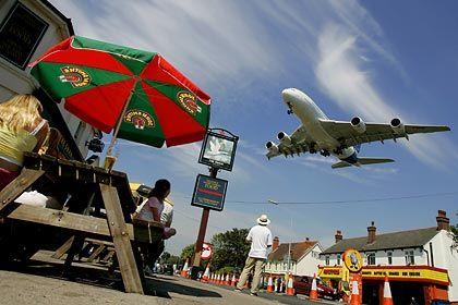 Neue Probleme beim Dicken: Der A380 bei der Landung in Farnborough