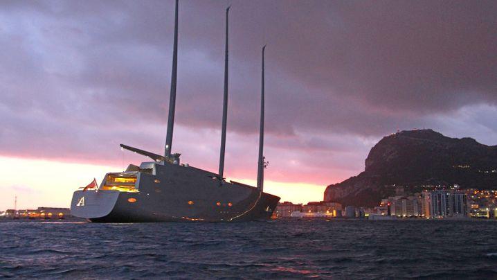 """""""Sailing Yacht A"""": Riesensegler auf Gibraltar festgesetzt"""