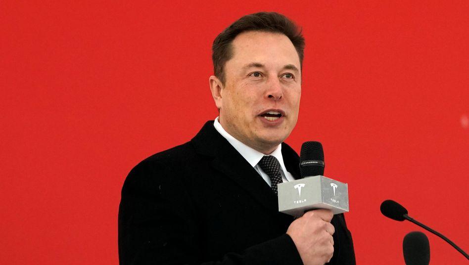 Tesla-Chef Elon versuchte sich in Shanghai (hier Bild Archiv) zur offiziellen Eröffnung der neuen Gigafactory mit einer kleinen Tanzeinlage
