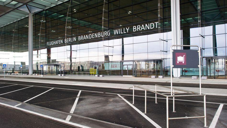 Terminal: Die Betreiber kalkulieren damit, dass der Flughafen zum Jahreswechsel 2015/2016 fertig ist - mit mehr als vier Jahren Verspätung