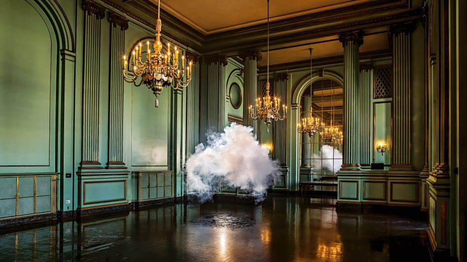 """""""Nimbus Green Room"""": Kunstwerk von Berndnaut Smilde, 2013"""