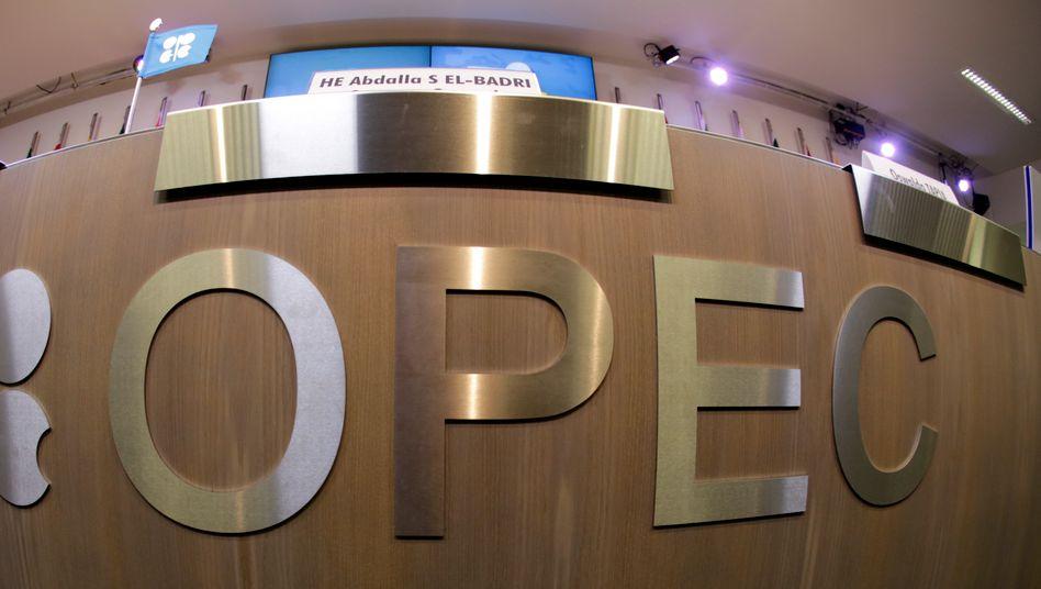 Opec: Trotz niedriger Ölpreise zeigen die Mitglieder des Kartells wenig Bereitschaft, die Produktion zu drosseln. Zuerst wollen sie die Fracking-Technologie in den USA beerdigen