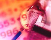 Der Betriebsprüfer schaut sich die Unterlagen eines Unternehmens möglichst genau an, muss allerdings auch mit Stichproben arbeiten