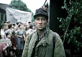 Schwieriges Willkommen: Richard Lubanski (Peter Lohmeyer) nach seiner Rückkehr aus russischer Kriegsgefangenschaft