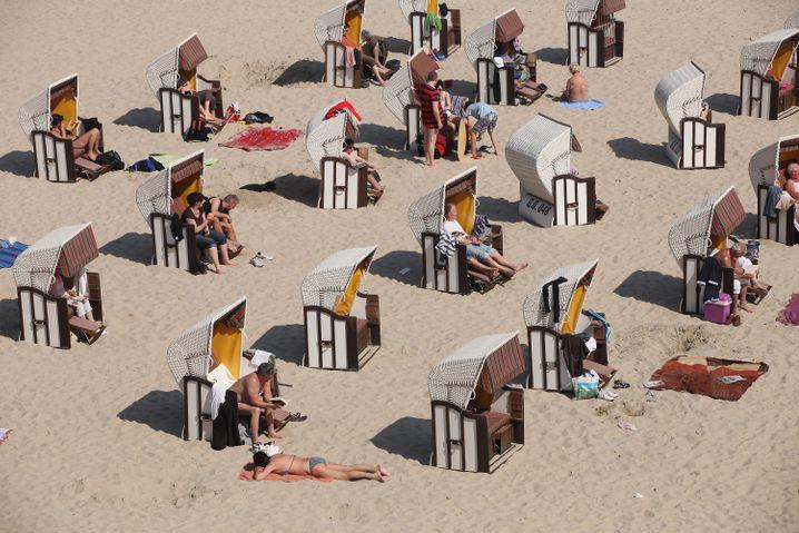 Strandkörbe: Daran erkennt man deutsche Strände - hier in Sellin auf der Ostseeinsel Rügen