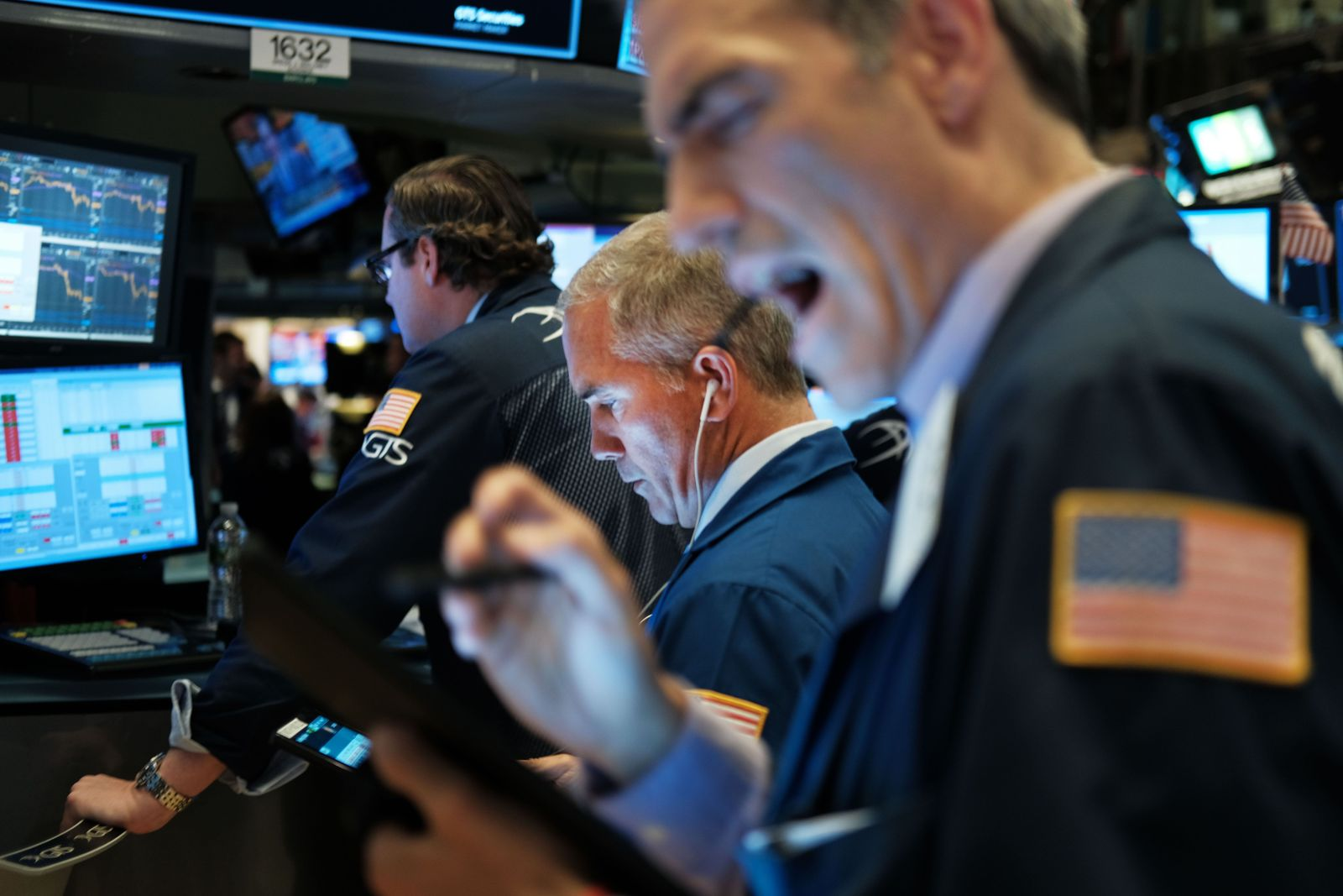 US-MARKETS-REACT-AFTER-FEDERAL-RESERVE-ANNOUNCES-CUT-IN-INTEREST