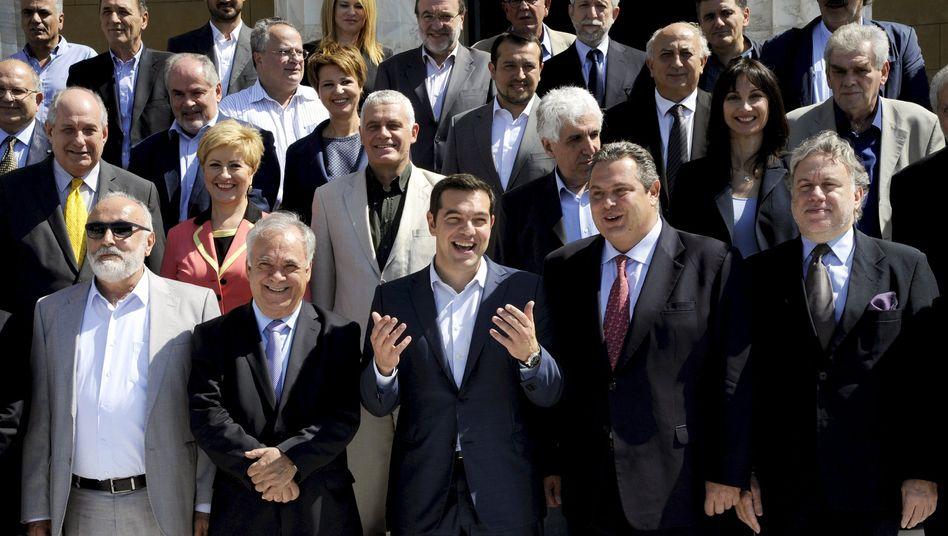 Entspannt: Die neue griechische Regierungskoalition mit ihrem Regierungschef Alexis Tsipras