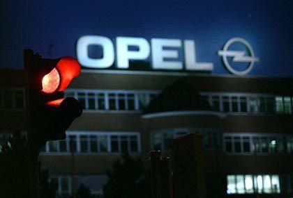Der Druck auf das Werk in Bochum steigt: GM droht, den neuen Opel Asra künftig bei Saab im schwedischen Trollhättan zu bauen