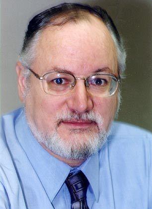 Kenneth Goldstein arbeitet seit 1971 als Ökonom beim Conference Board. Sein Arbeitsgebiet sind vor allem kurzfristige wirtschaftliche Entwicklungen. Das Conference Board ist ein Analysehaus, das unter anderem durch den Consumer-Confidence-Index bekannt wurde. Es besteht seit über 90 Jahren.