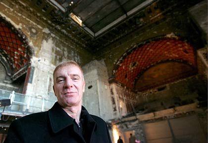"""Hochfliegende Pläne: Peter Glückstein auf der Baustelle zur Superbar """"Goya"""""""