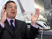 Eine Hand wäscht die andere: Schröder hat ein besseres Verhältnis zu Topmanagern als jeder Bundeskanzler vor ihm.