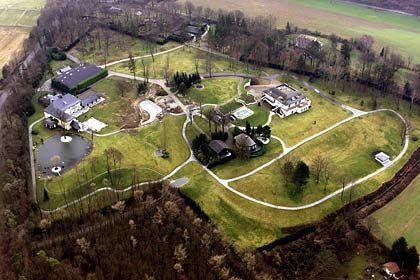 Stattliches Anwesen: Die parkähnliche Anlage von Ex-Flowtex-Chef Schmider hat einen neuen Eigentümer