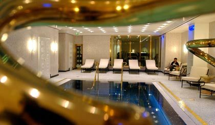 Das Kleopatra-Bad des Ritz Carlton in Berlin: Das Fünf-Sterne-Plus Hotel lässt keine Wünsche offen