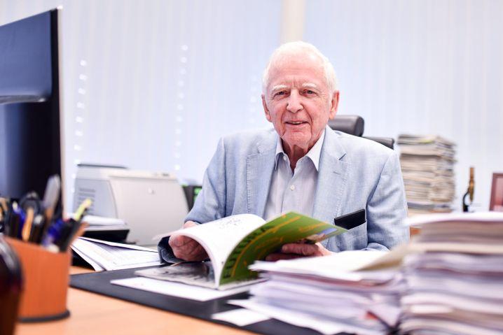 Nobelpreisträger Harald zur Hausen hat persönliche Beziehungen zu Thailands Königsfamilie