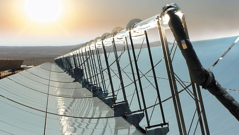 Solarthermisches Kraftwerk: Ist die derzeit zu teure Technik, Sonnenstrahlen mit Spiegeln zu bündeln, der Fotovoltaik langfristig überlegen?