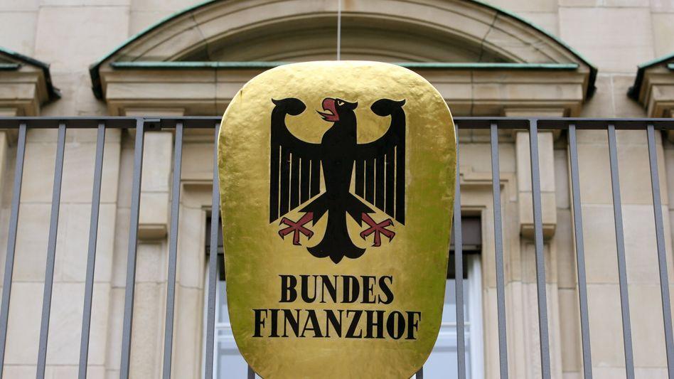 Bundesadler: Bund, Länder und Kommunen haben im Jahr 2015 knapp 20 Milliarden Euro mehr eingenommen als sie ausgaben
