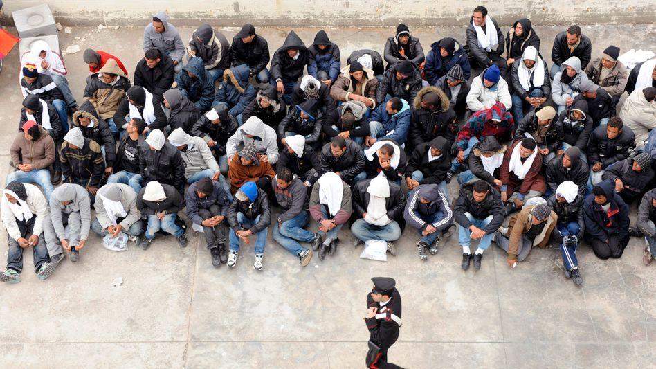Tunesische Flüchtlinge auf Lampedusa: Mehr als 5000 Menschen binnen fünf Tagen