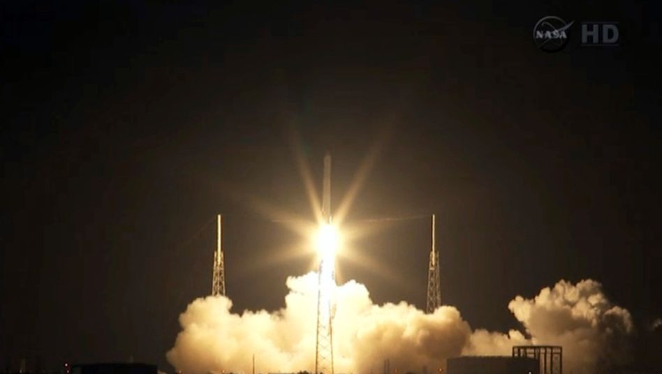 """Abflug vom Cape Canaveral: Noch transportiert die """"Dragon"""" nur Fracht zur ISS, bald sollen auch Menschen an Bord gehen"""