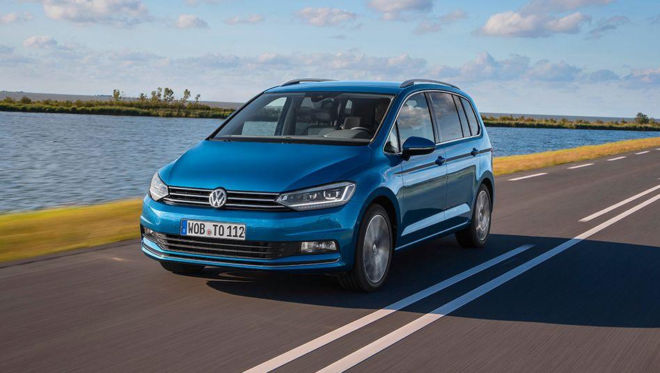 VW Touran: In die Lichtleiste am Panoramadach kann Feuchtigkeit eindringen und zu einem Kurzschluss führen