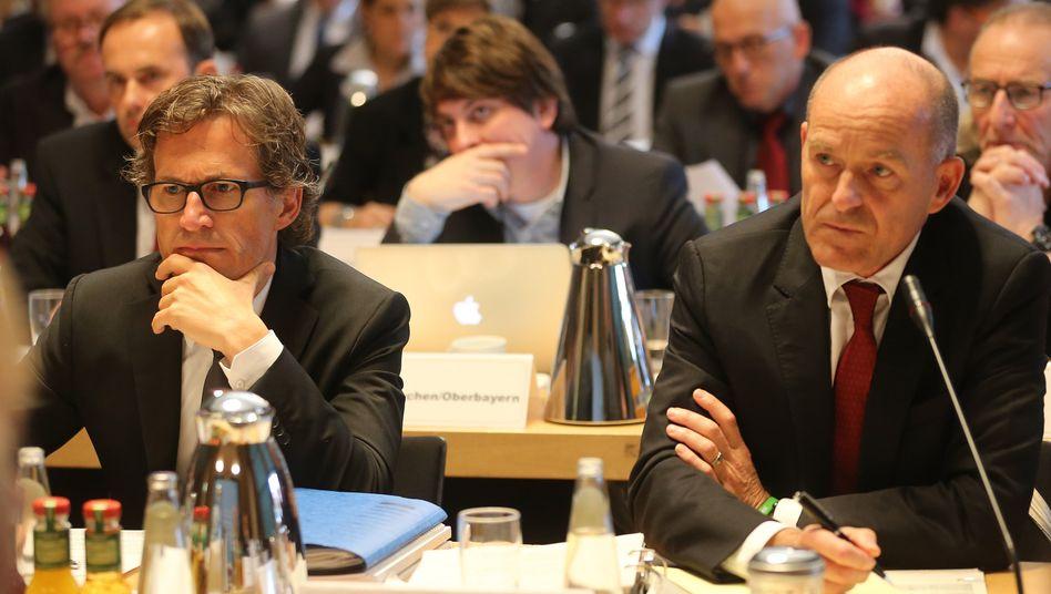 Der Ernst der Lage: Edeka-Chef Markus Mosa (links) und sein Pendant von Kaisers/Tengelmann, Karl-Erivan Haub am Montag während der öffentlichen mündlichen Verhandlung im Ministererlaubnisverfahren Edeka/Kaiser's Tengelmann.