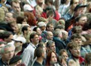 Blick auf den Bankkunden: Laut Ernst & Young achten Deutschlands Verbraucher bei der Wahl des Finanzhauses vor allem auf den Preis