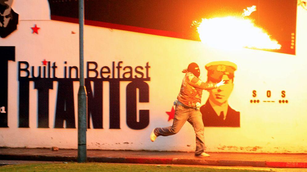Krawalle in Nordirland: Straßenschlachten in der Nacht