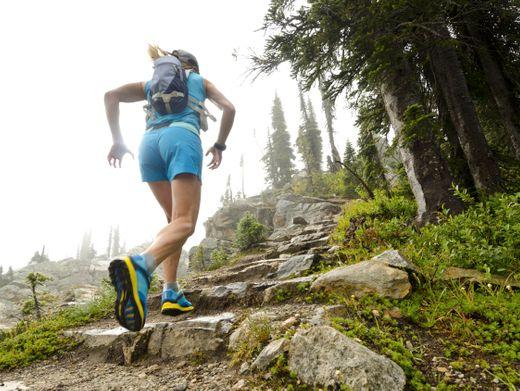 Strecke machen statt Urlaubsstädte besuchen: 20 Kilometer pro Etappe schaffen Sie als Läufer problemlos, selbst im Wanderschritt. Sogar 30 Kilometer sind machbar
