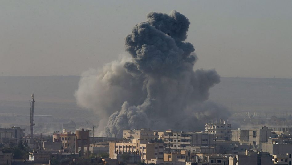 Rauch über Kobane: Die Allianz hat ihre Luftschläge gegen die IS-Milizen verstärkt - dennoch droht die kurdische Staat in die Hände des IS zu fallen
