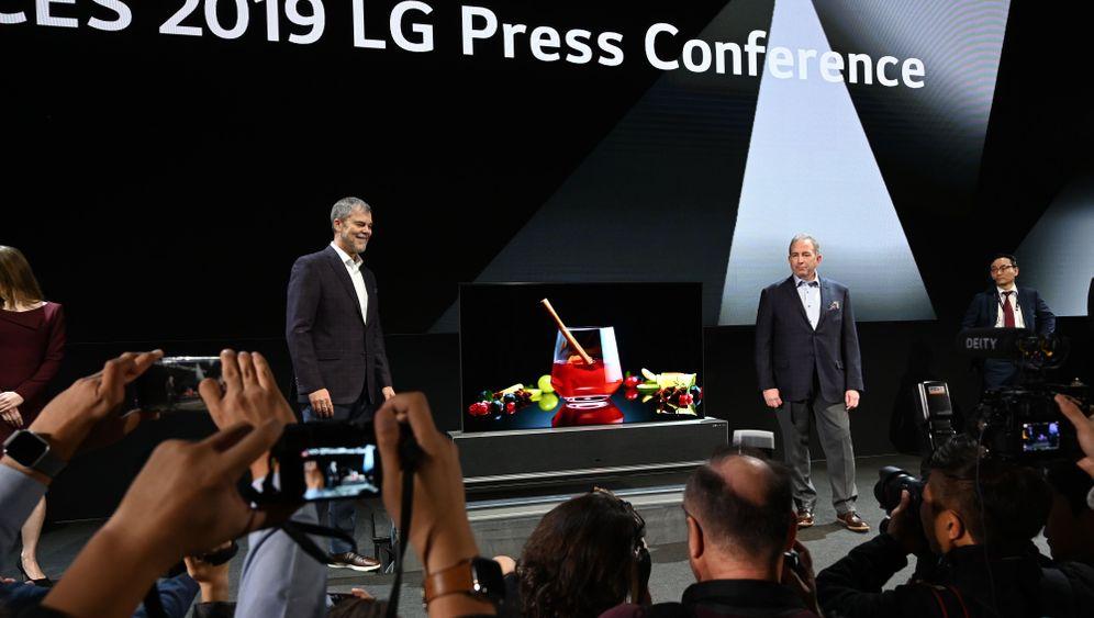 LG Electronics: So sieht der aufrollbare Fernseher aus
