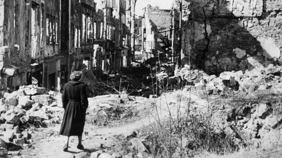 Nach den Bombenangriffen des Zweiten Weltkriegs: Dresden in Ruinen.