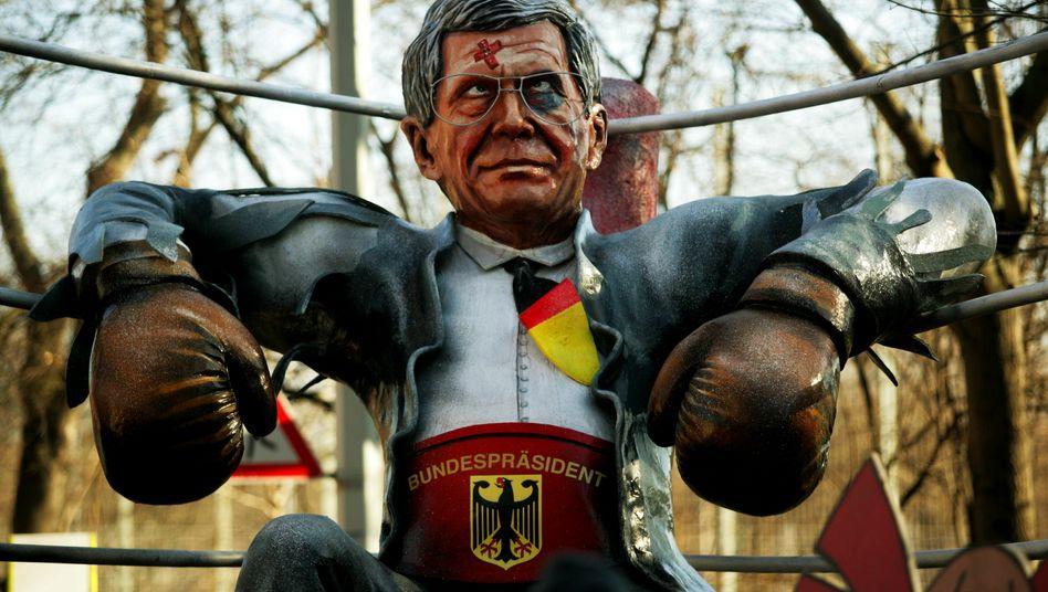 Schnell noch umgebaut: Ex-Bundespräsident Wulff, der am Freitag seinen Rücktritt erklärte, hängt ausgeknockt in der Ringecke