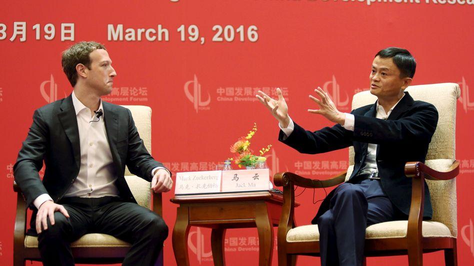 Facebook-Gründer Mark Zuckerberg, Alibaba-Chef Jack Ma: In China bekommen große US-Internetkonzerne kein Bein an den Boden, umgekehrt expandiert Alibaba in den USA und Europa