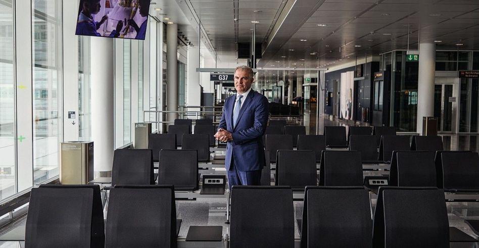 Leere Sitze, leere Kasse:Lufthansa-CEOSpohrmuss sparen – gerade auch im Cockpit