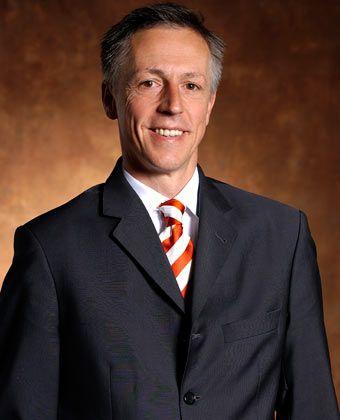 Smid: Bevor der 50-jährige Manager zu HP stieß, arbeitete der Informatiker bei dem Softwareunternehmen Novell und Suse, wo er zuletzt den Posten des President für Europa, Mittlerer Osten und Afrika innehatte. Bei HP trat er Anfang 2009 den Posten des Vorsitzenden der Geschäftsführung in Deutschland an.