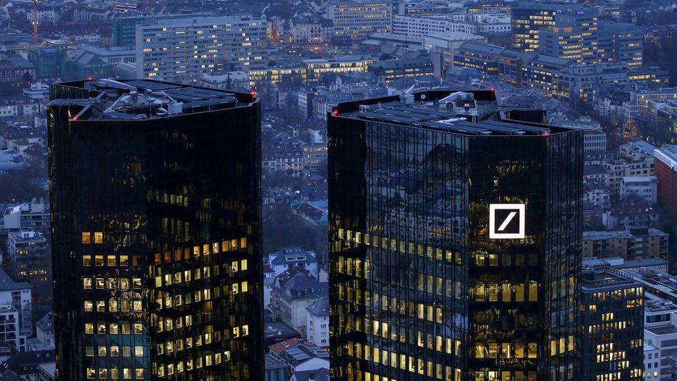 Deutsche-Bank-Zentrale in Frankfurt: Der chinesische Investor HNA befindet sich bei dem Institut auf dem Rückzug.