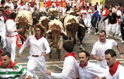 Stierkampf in Pamplona: Wer jetzt noch im Bullenmarkt dabei sein will, riskiert Blessuren. Denn die Erholung dürfte diesmal kaum so verlaufen wie in den Jahren 2003 bis 2007.