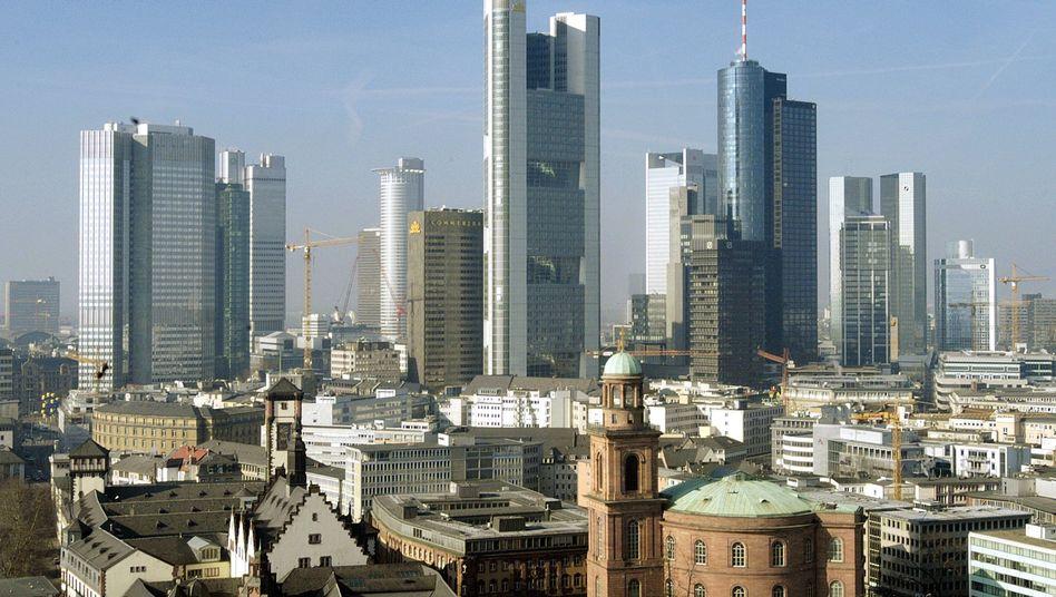 Finanzmetropole Frankfurt: Immobilienfonds mit einer starken Bank und umfangreichem Filialnetz im Rücken haben es in der Liquiditätskrise leichter