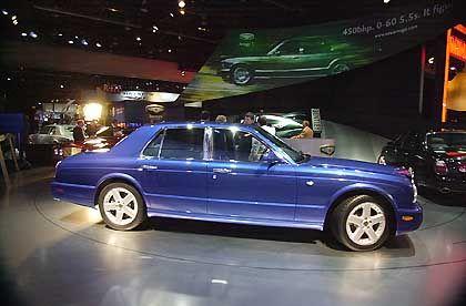 PS-Protz: Der Bentley Arnage T, hier im Januar 2002 bei der Vorstellung auf der North American International Auto Show in Detroit, bringt bullige 450 PS auf die Straße