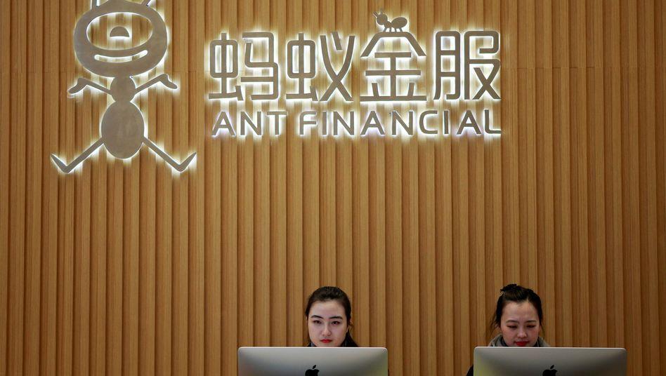 Empfangsdamen am Ant-Sitz im chinesischen Hangzhou