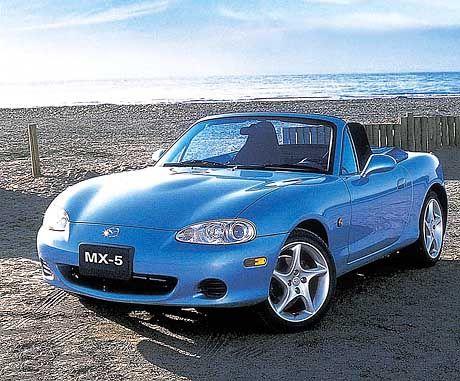 Fast zu schön: Der MX-5 löst in den neunziger Jahren den Roadster-Boom aus