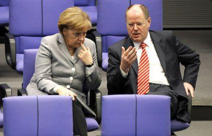 """""""Gier und inakzeptable Risiken"""": Bundeskanzlerin Merkel im Gespräch mit Finanzminister Steinbrück"""