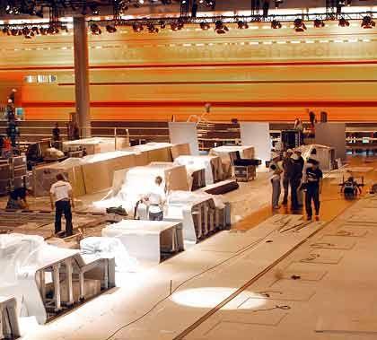 Unter Zeitdruck: Die Handwerker arbeiten bis kurz vor Eröffnung der IAA