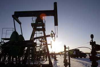 Akut vom Abschalten bedroht: Öl-Förderanlage in Russland. Moskau zieht beim Energiekonzern Yukos die Daumenschrauben weiter an.