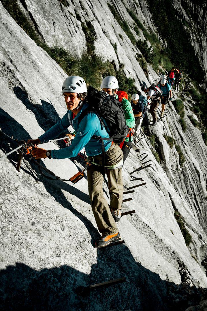 Viel los hier: Der Höllental-Klettersteig über Eisenstifte auf die Zugspitze.
