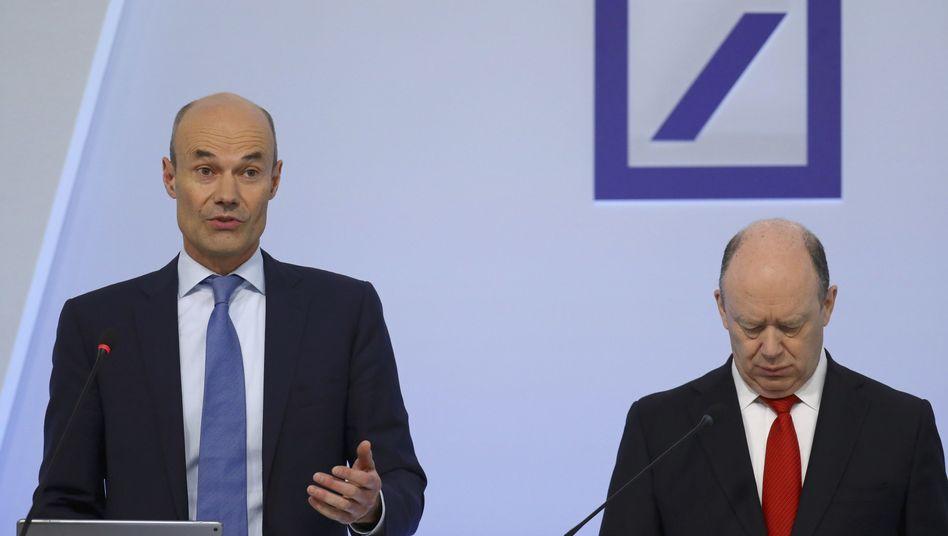 """Deutsche Bank Chef John Cryan (rechts), Stellvertreter Marcus Schenck: """"Die Schonfrist läuft ab"""""""