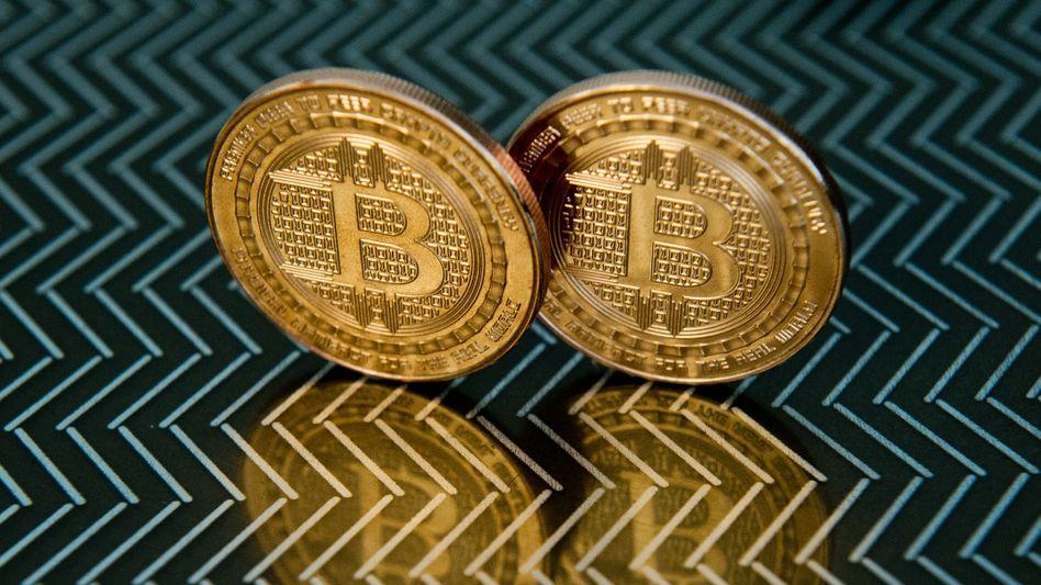 Bitcoin unter Druck: Seit dem Höchststand Mitte April bei rund 65.000 US-Dollar hat Bitcoin deutlich nachgegeben